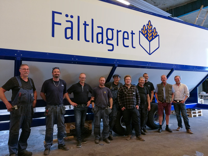The crew at Nilssons Plåt, where Fältlagret is produced. Sven and Gabriel to the right.