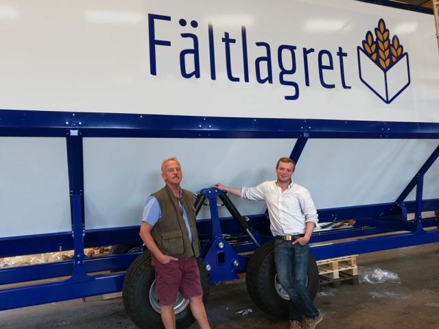 Sven Ringdahl och Gabriel Ringdahl in front of Fältlagret